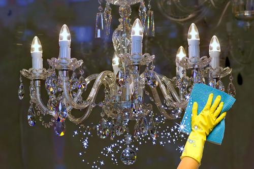 Чем и как чистить хрустальную люстру?