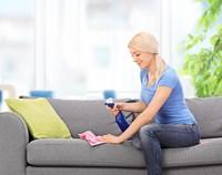 Как почистить мягкую мебель в домашних условиях?