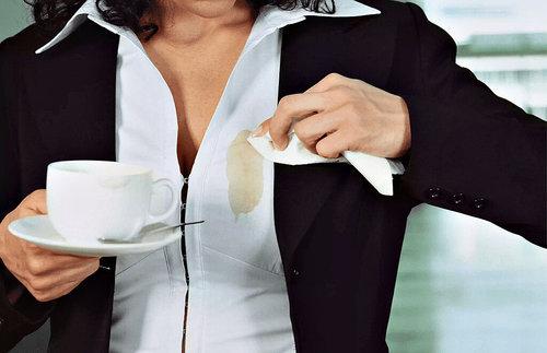 Народные и профессиональные средства от пятен кофе на одежде: какие есть и как использовать?