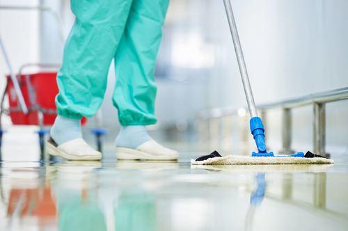 Влажная уборка палат в больнице
