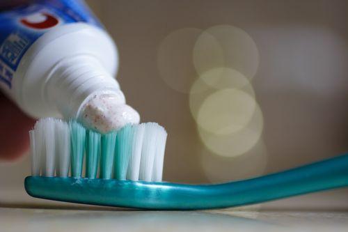 Пошаговая инструкция о том, как отстирать зубную пасту с разных тканей