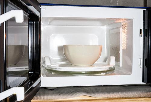 Как очистить микроволновку уксусом в домашних условиях?