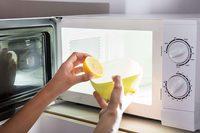 Как эффективно очистить микроволновку с помощью лимона?