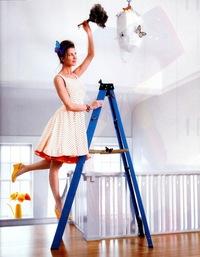 Как помыть натяжной глянцевый потолок без разводов?
