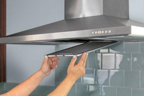Как почистить вытяжку на кухне в домашних условиях?