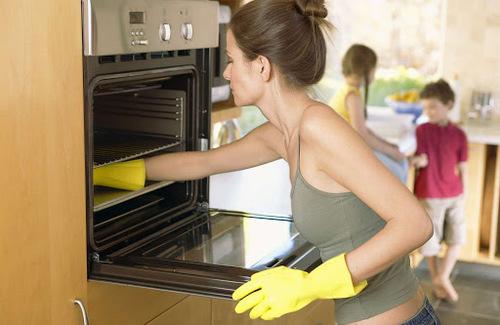 Как почистить духовку лимонной кислотой?