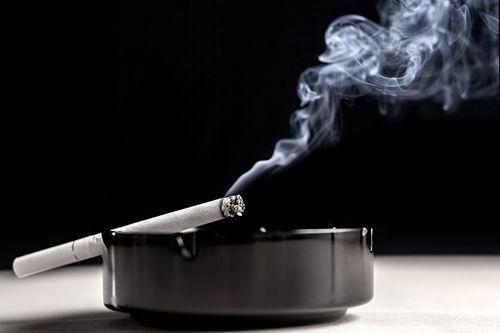 Эффективные способы, помогающие убрать запах сигарет в квартире