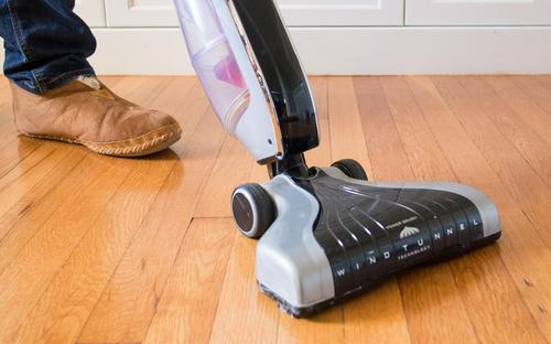 Можно ли использовать моющий пылесос для уборки ламината?