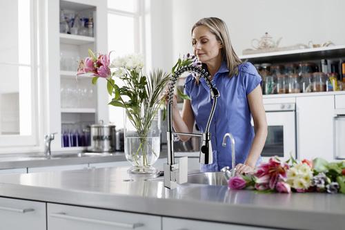 Как бороться с неприятными запахами в квартире