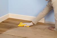 Советы, которые помогут отмыть ламинат после ремонта