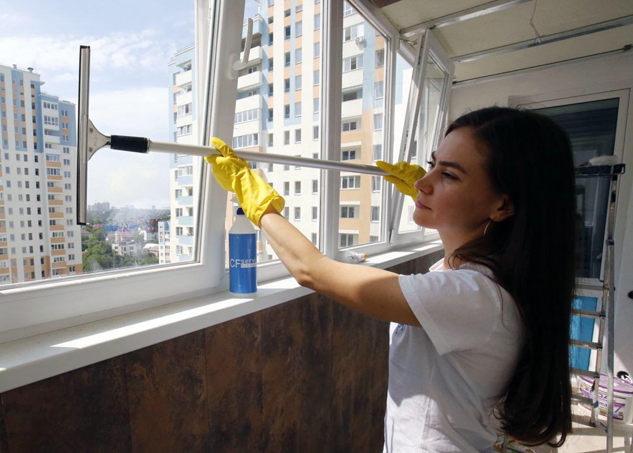 как помыть окна на балконе