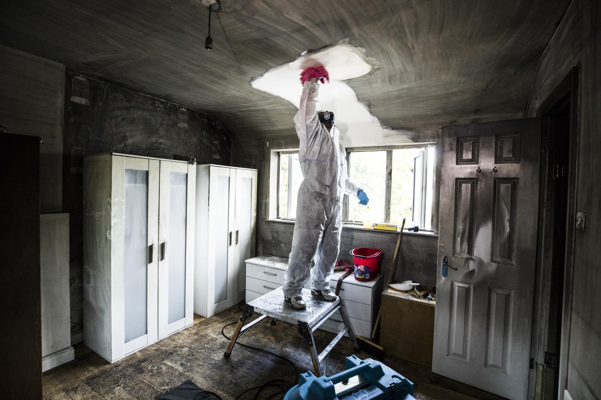 Как убирать после пожара в квартире запах