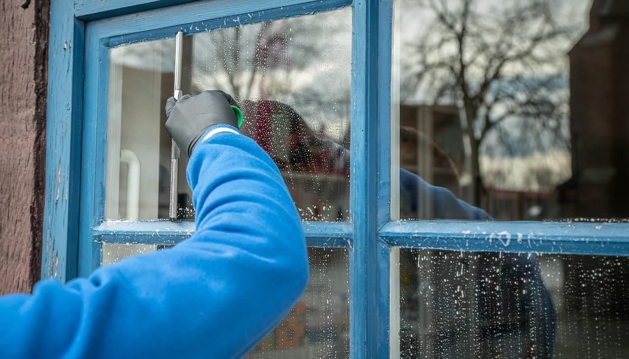 Помыть окно зимой с улицы