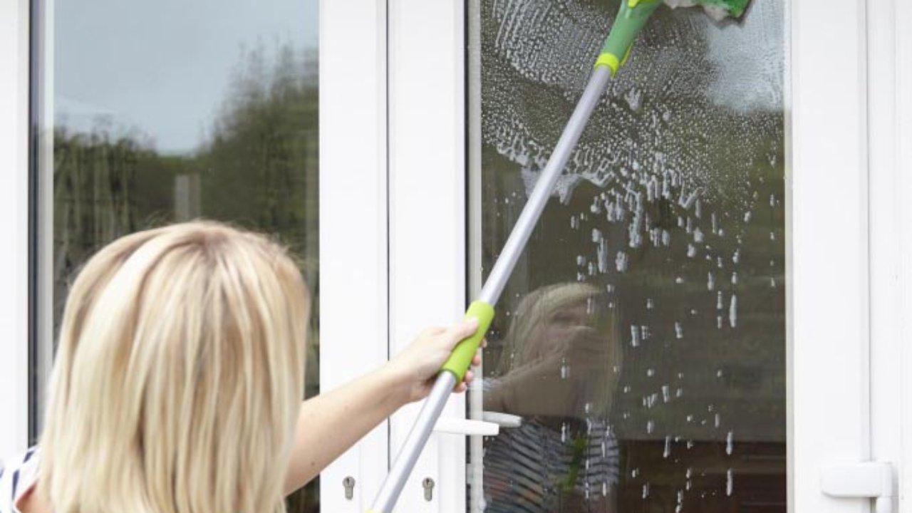 Помыть балконные окна