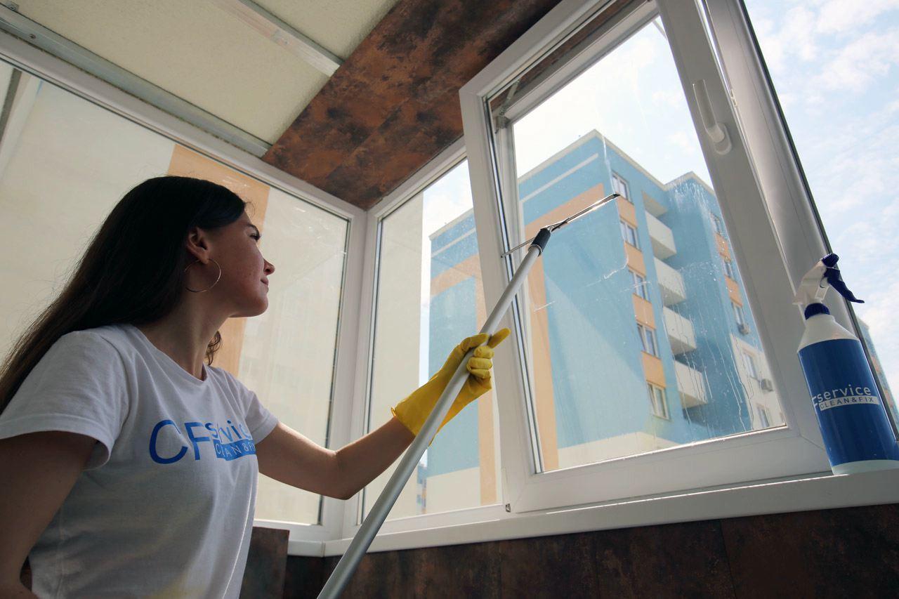 Мыть окна на балконе снаружи