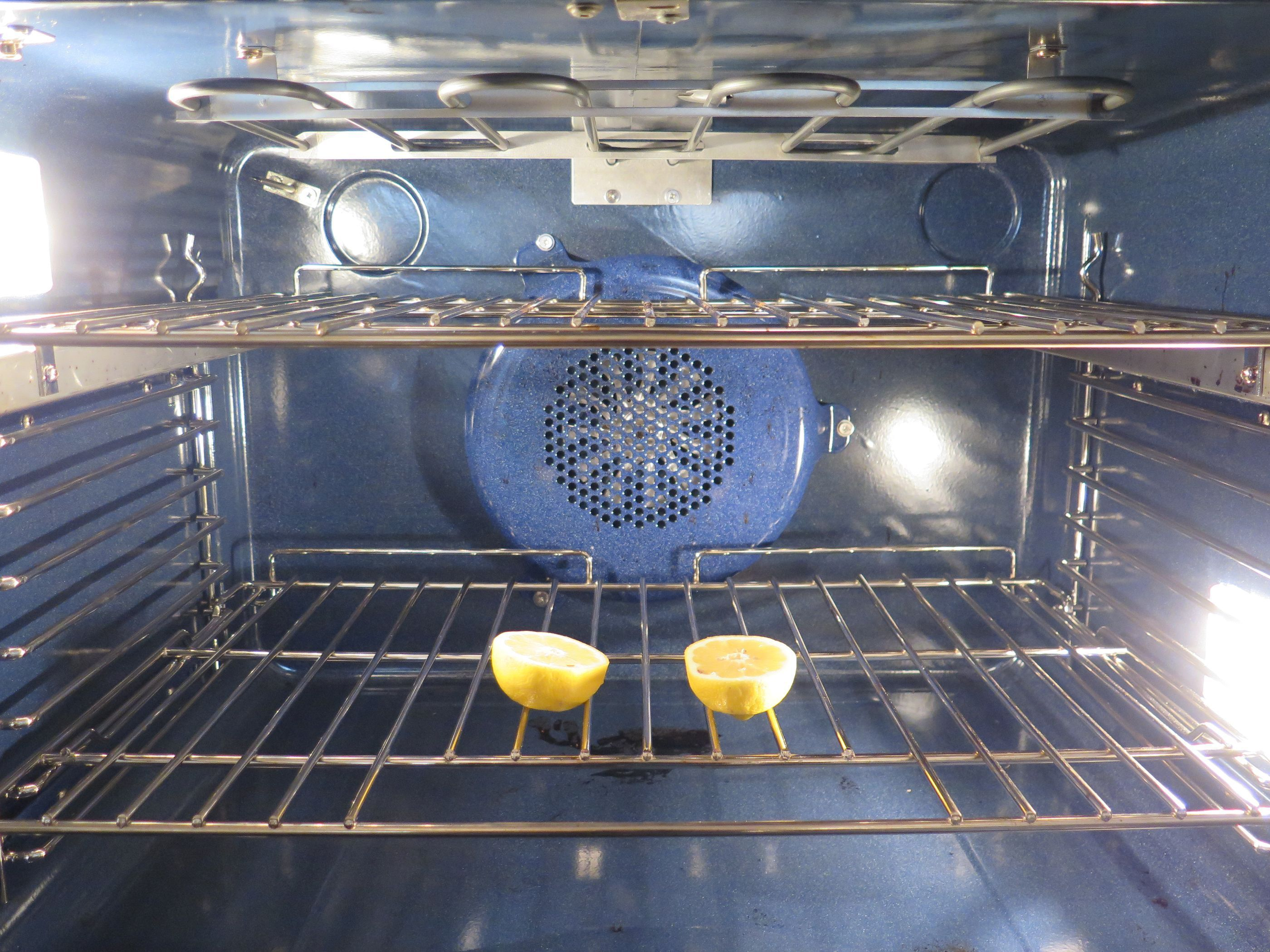 Очистить духовку лимонной кислотой