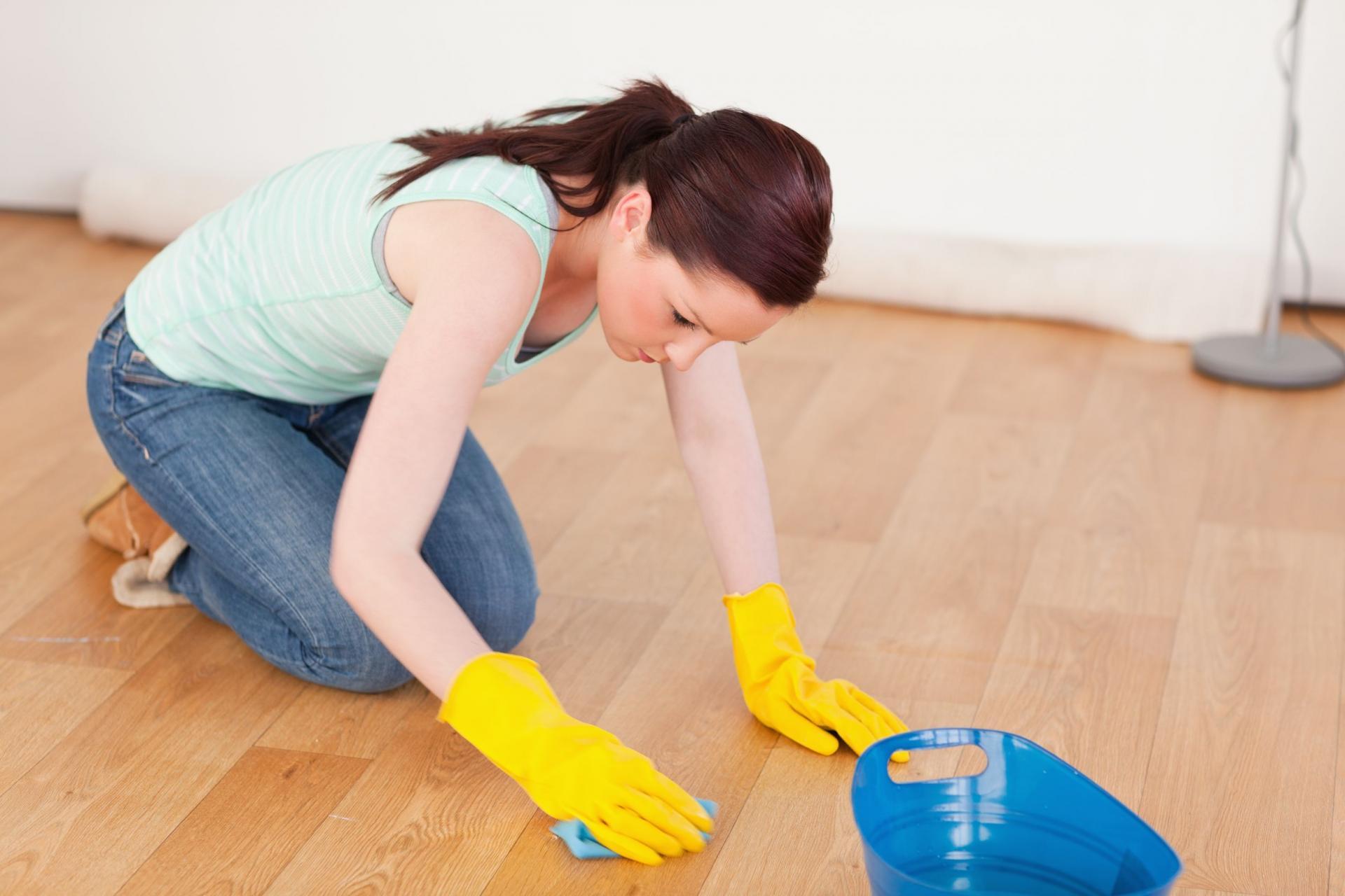 Как почистить линолеум в кухне