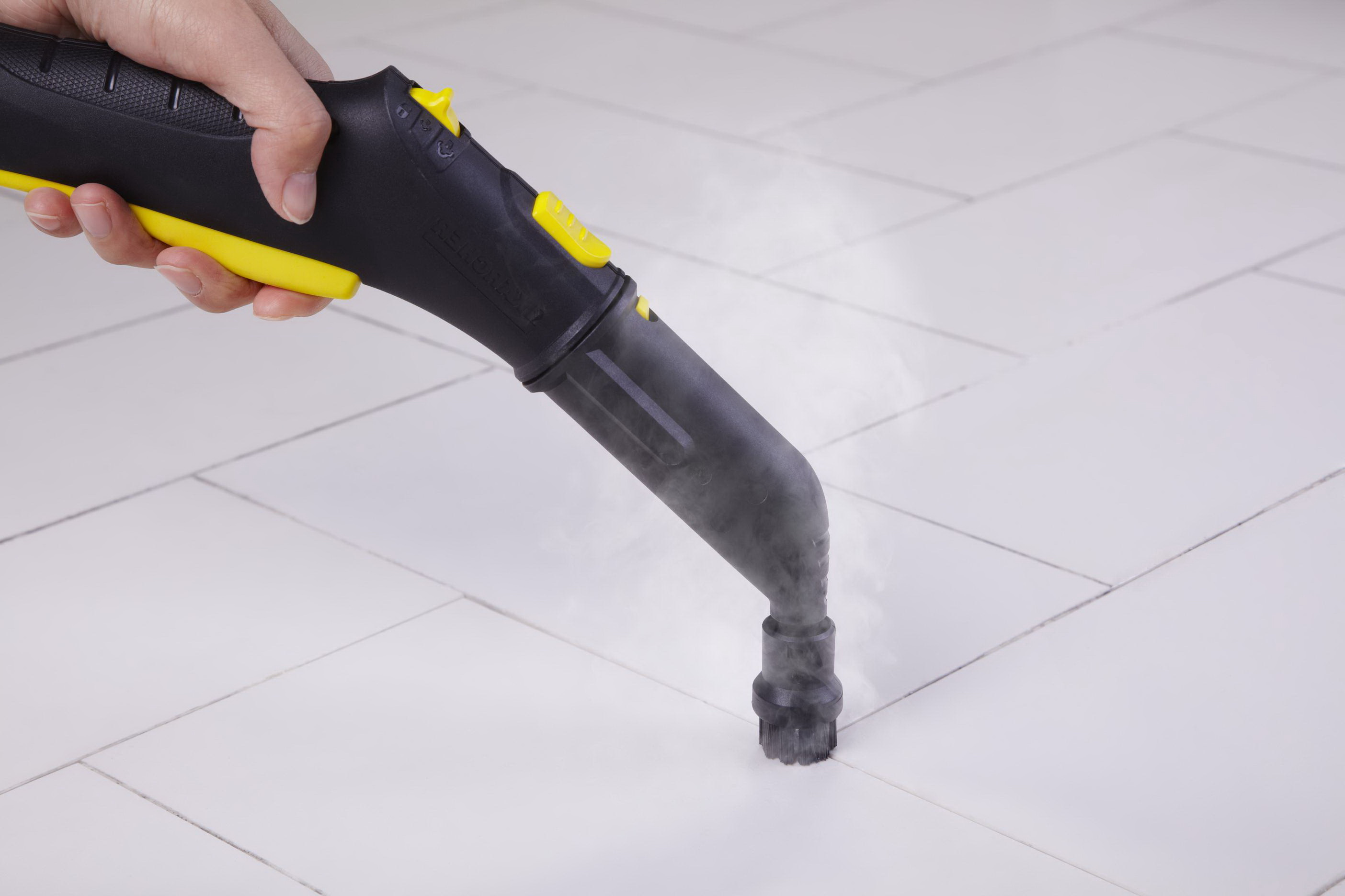 Как очистить швы между плиткой на полу