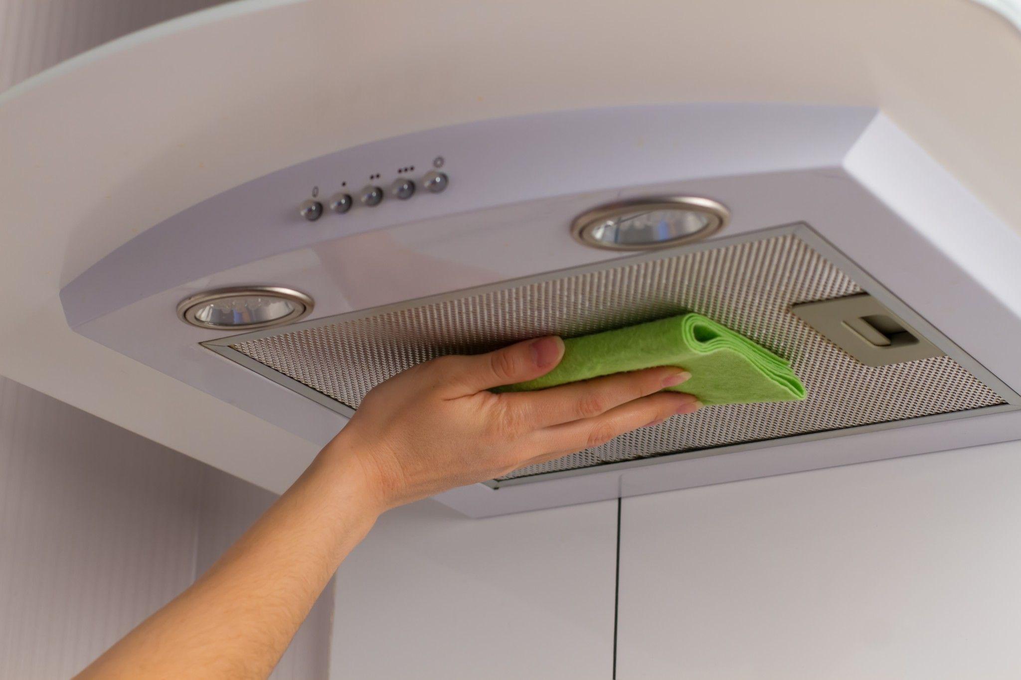 Как почистить фильтр в вытяжке на кухне
