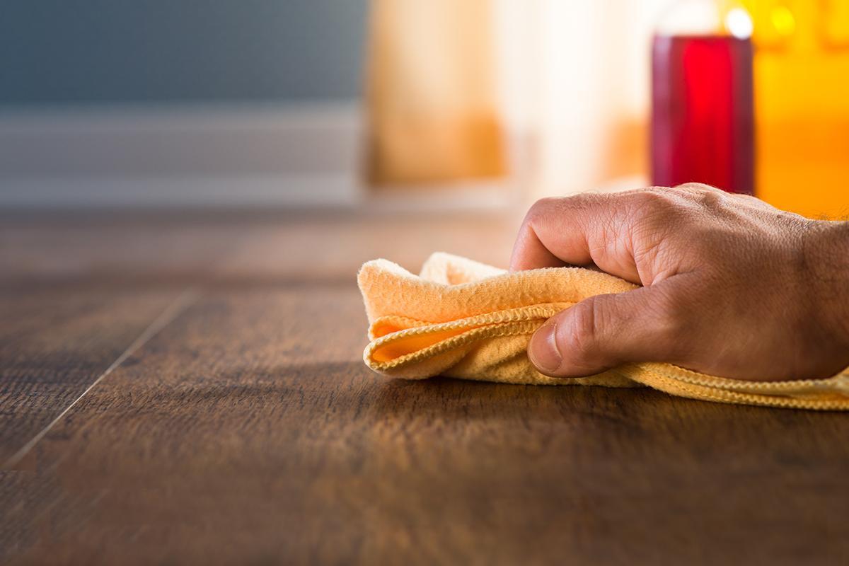 Как почистить полированную мебель