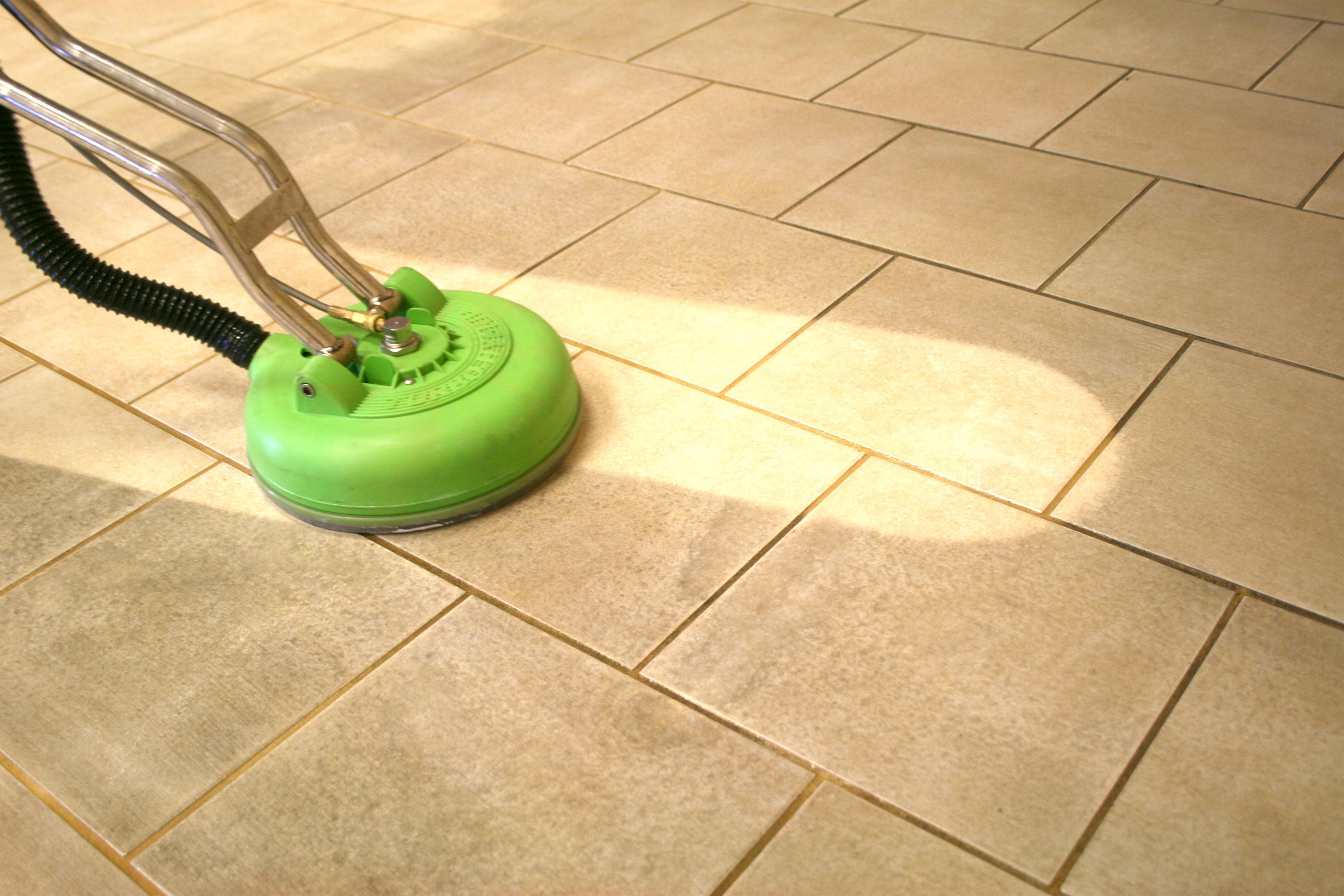 Чем очистить плитку на полу от грязи
