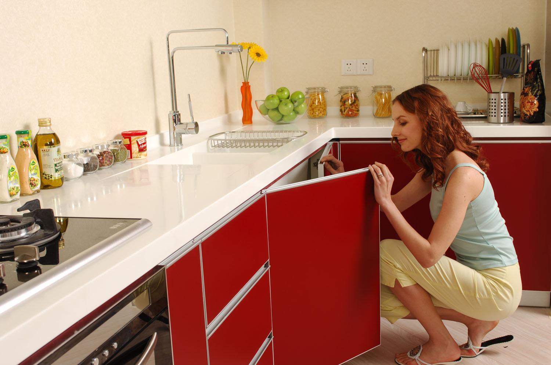 Как отмыть глянцевую кухню от жира