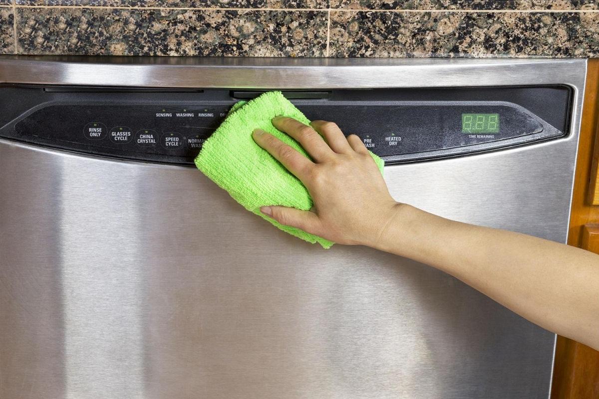 Как почистить холодильник снаружи