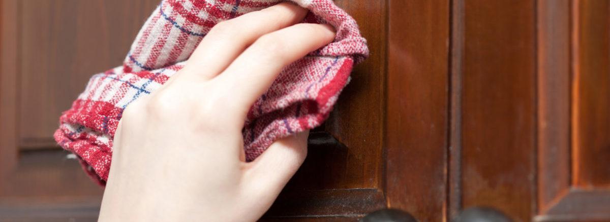 Чем почистить деревянную кухонную мебель от жира
