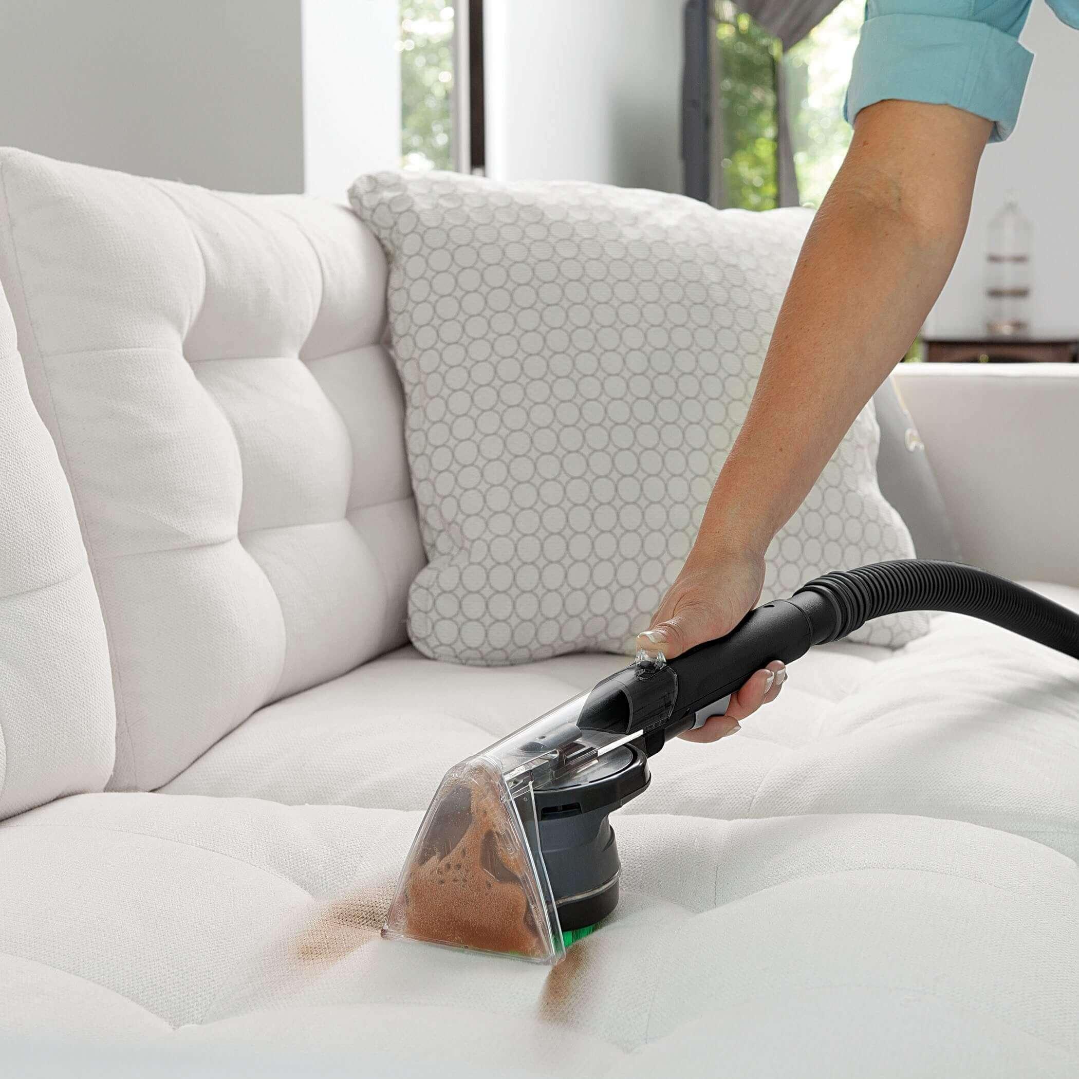 Почистить мягкую мебель домашним способом