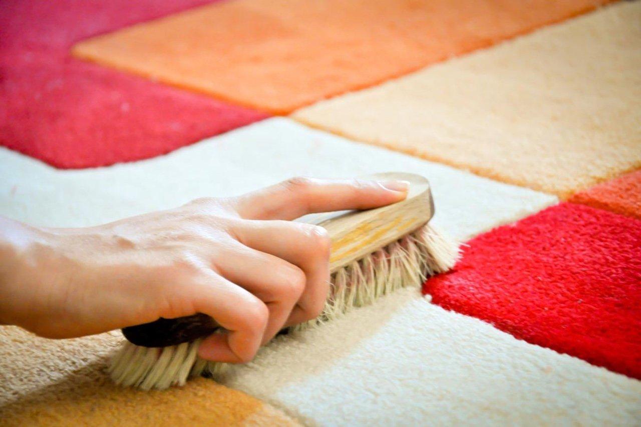 Как почистить палас дома зимой