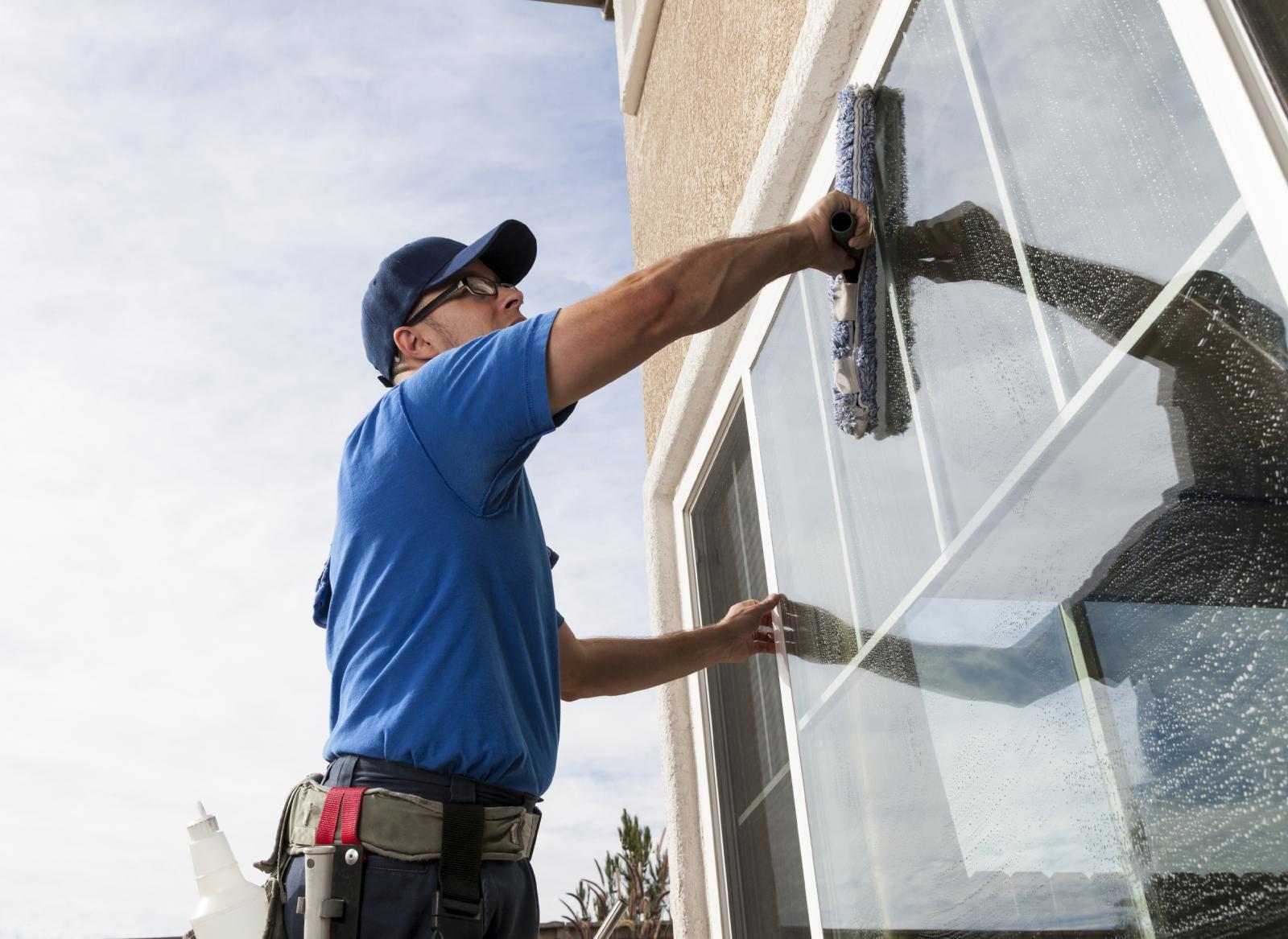 Помыть пластиковые окна