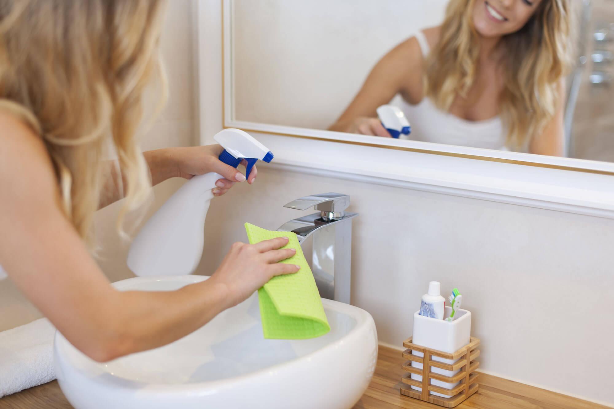 Уборка в ванной комнате и туалета
