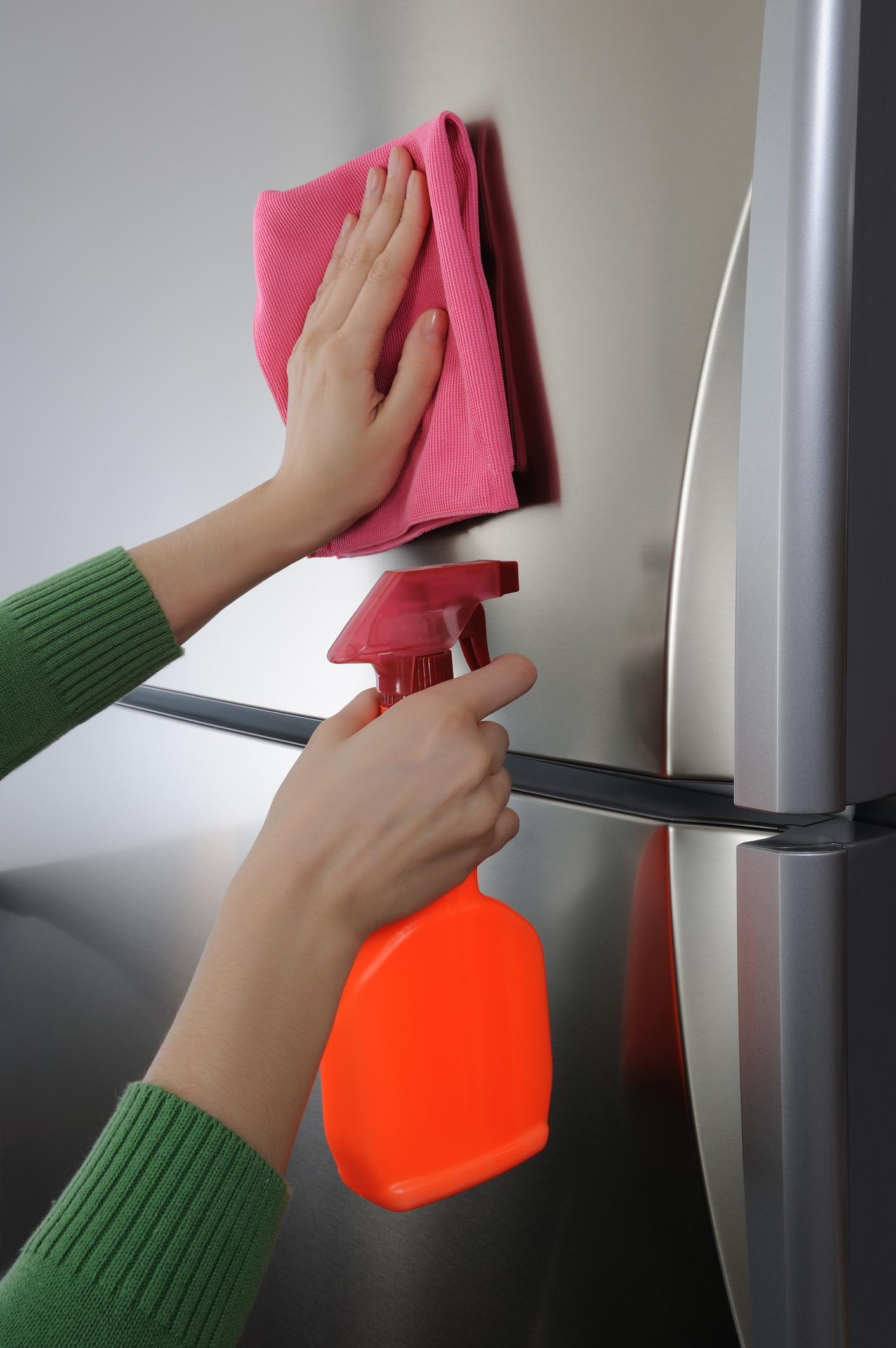 Чем помыть холодильник снаружи