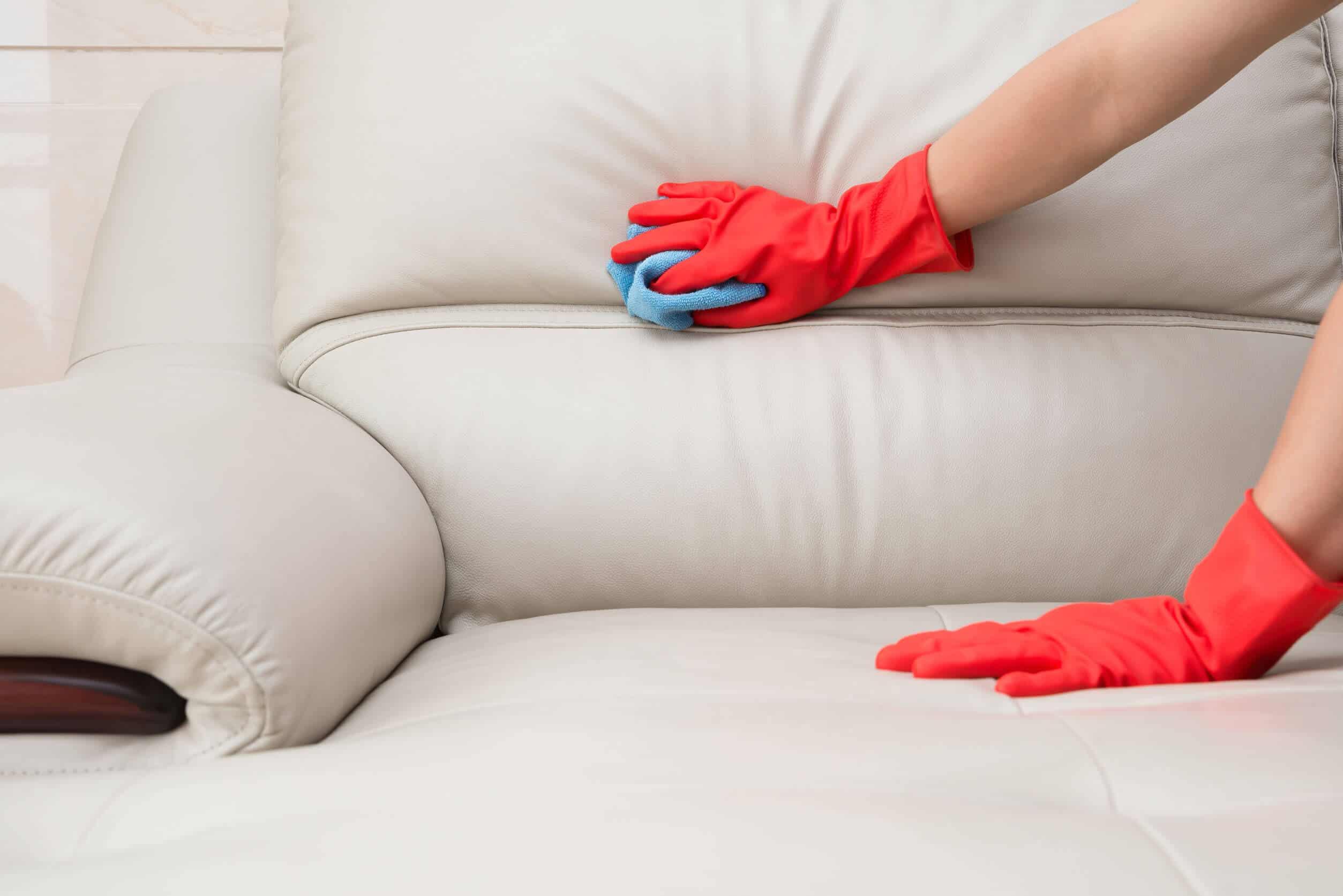 3. Очистить с кожаной мебели