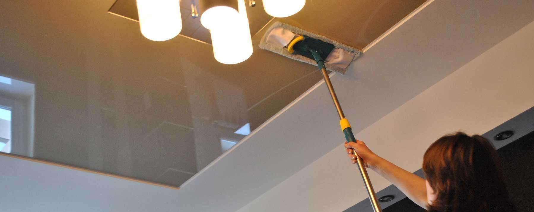 Чем помыть натяжной потолок матовый
