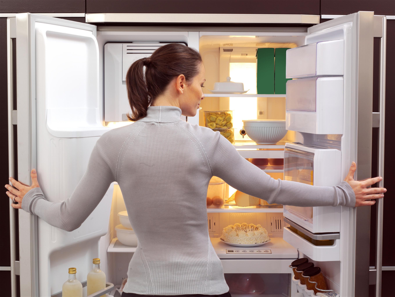 Чем вымыть холодильник внутри от запаха