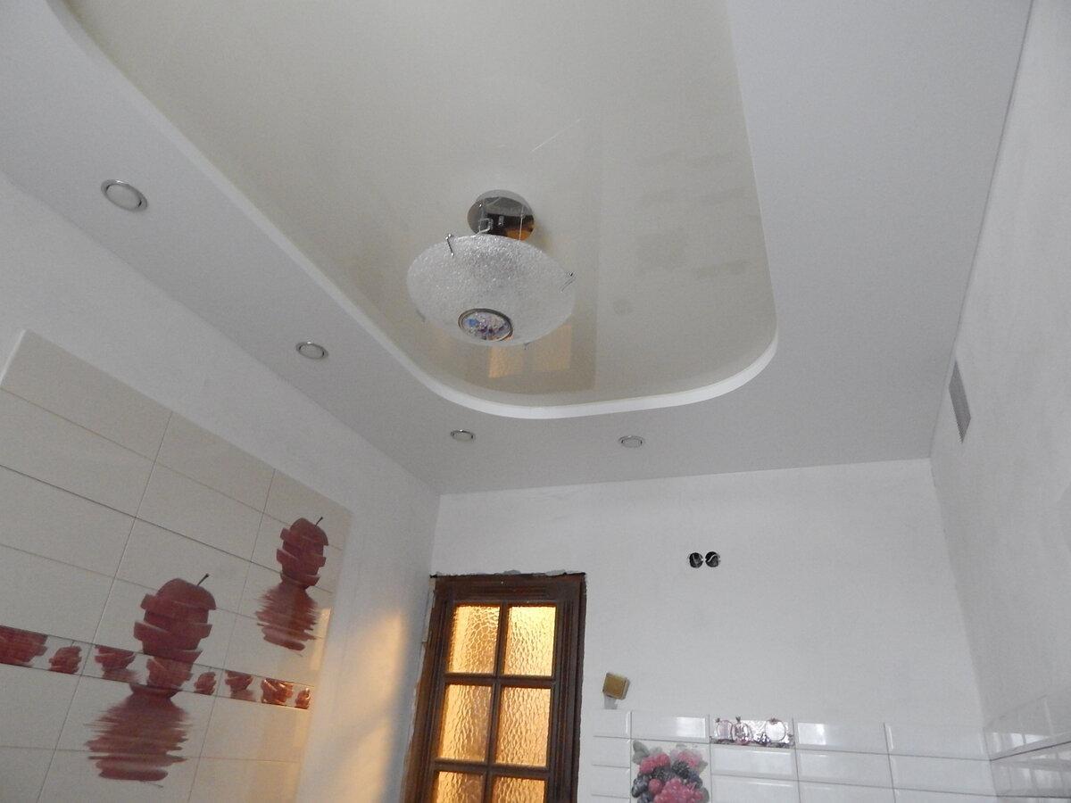 Как помыть натяжной потолок на кухней