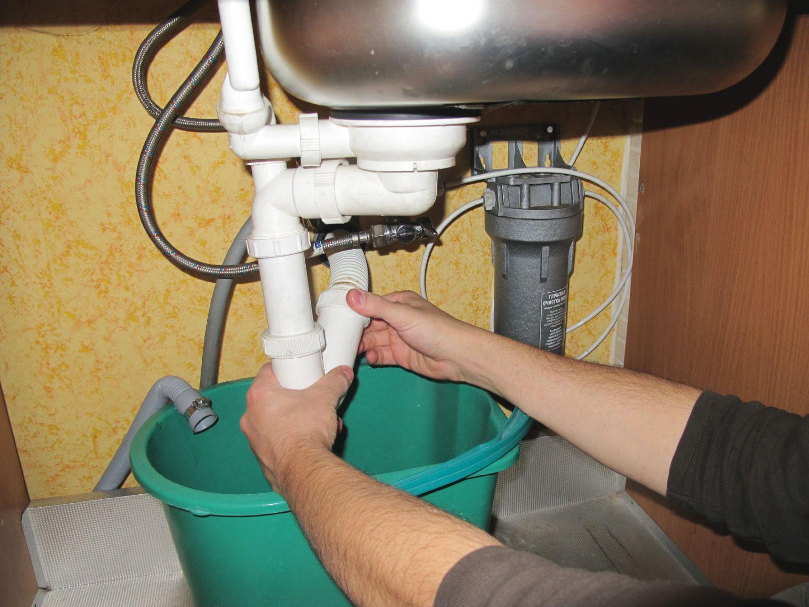 Как почистить засор в раковине на кухне