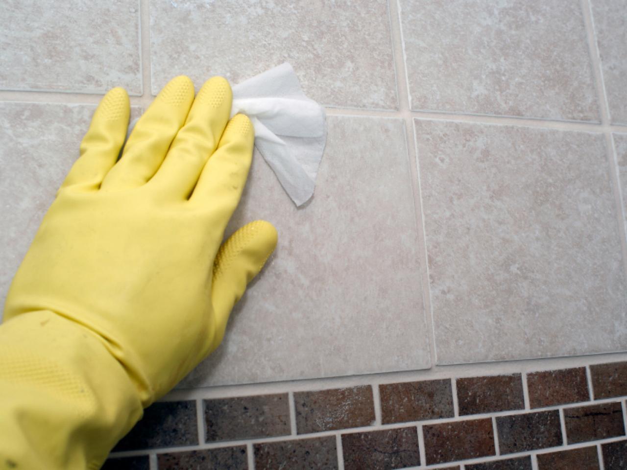 средства для мытья плитки на кухне