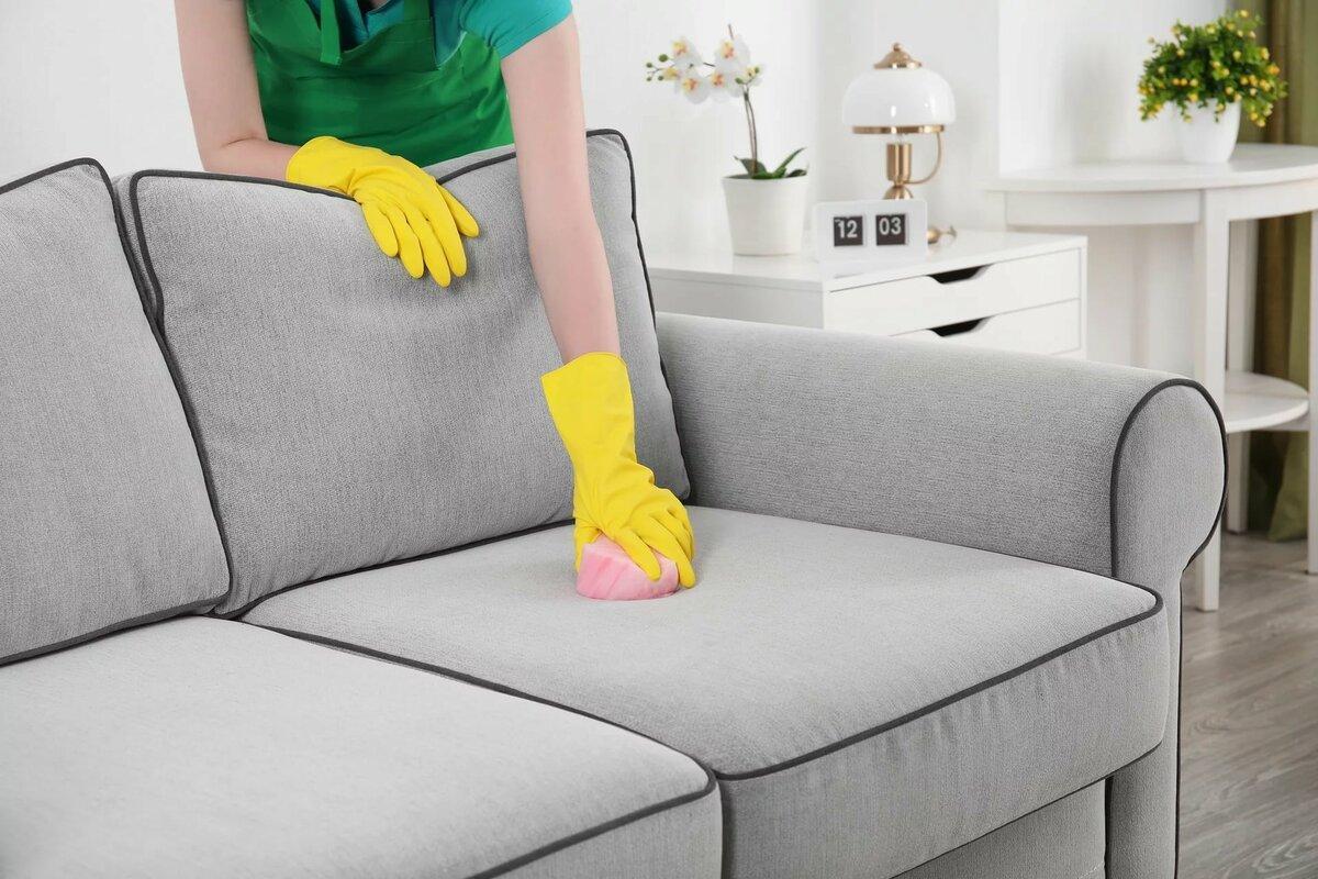 Как дома почистить диван из ткани