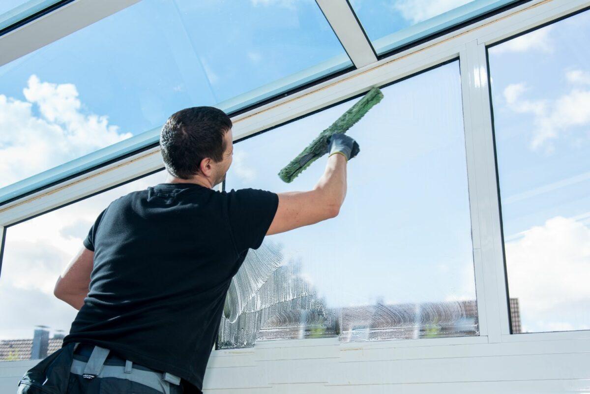 Чем отмыть окна после ремонта
