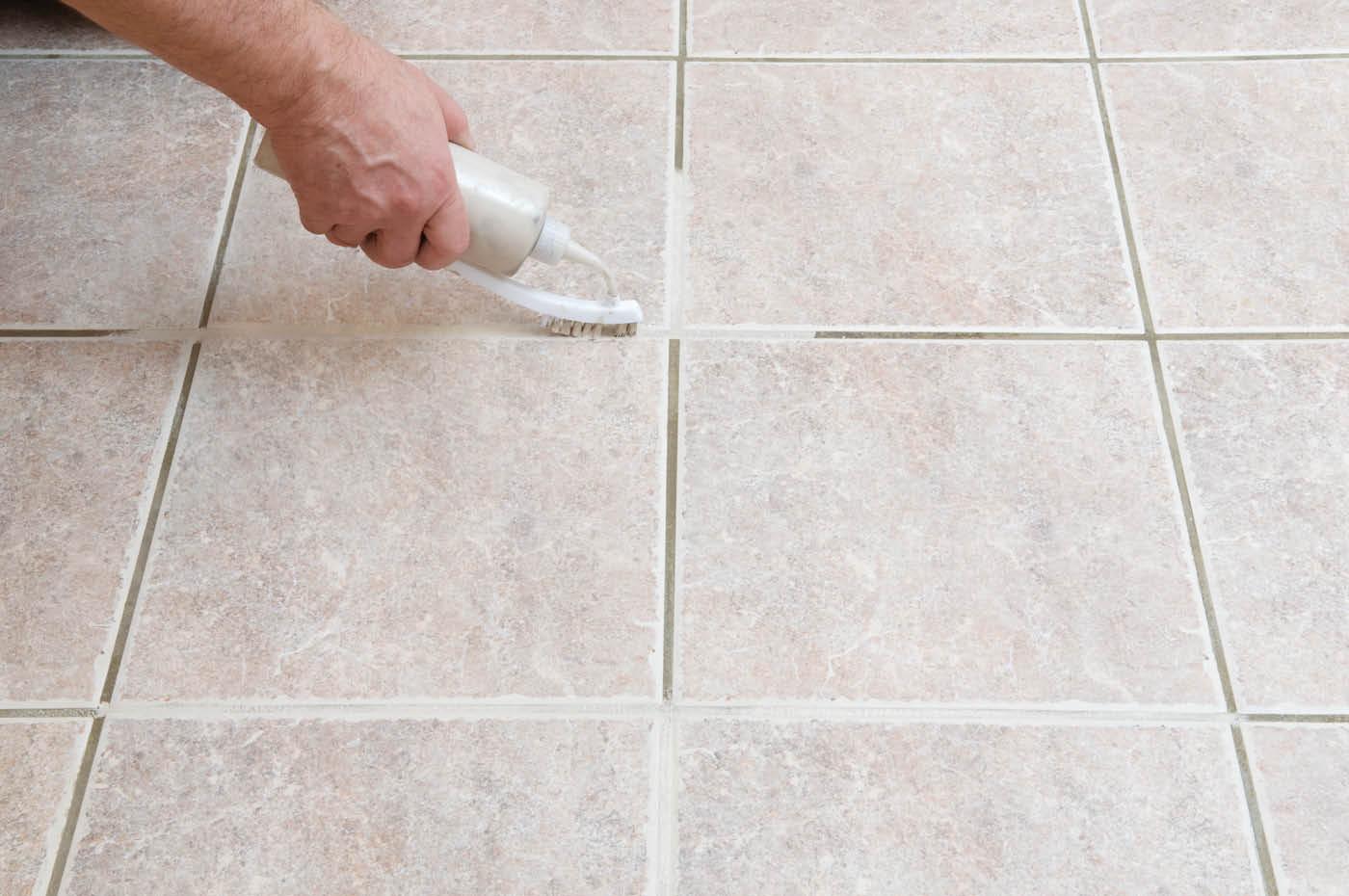 Чем очистить плитку на полу
