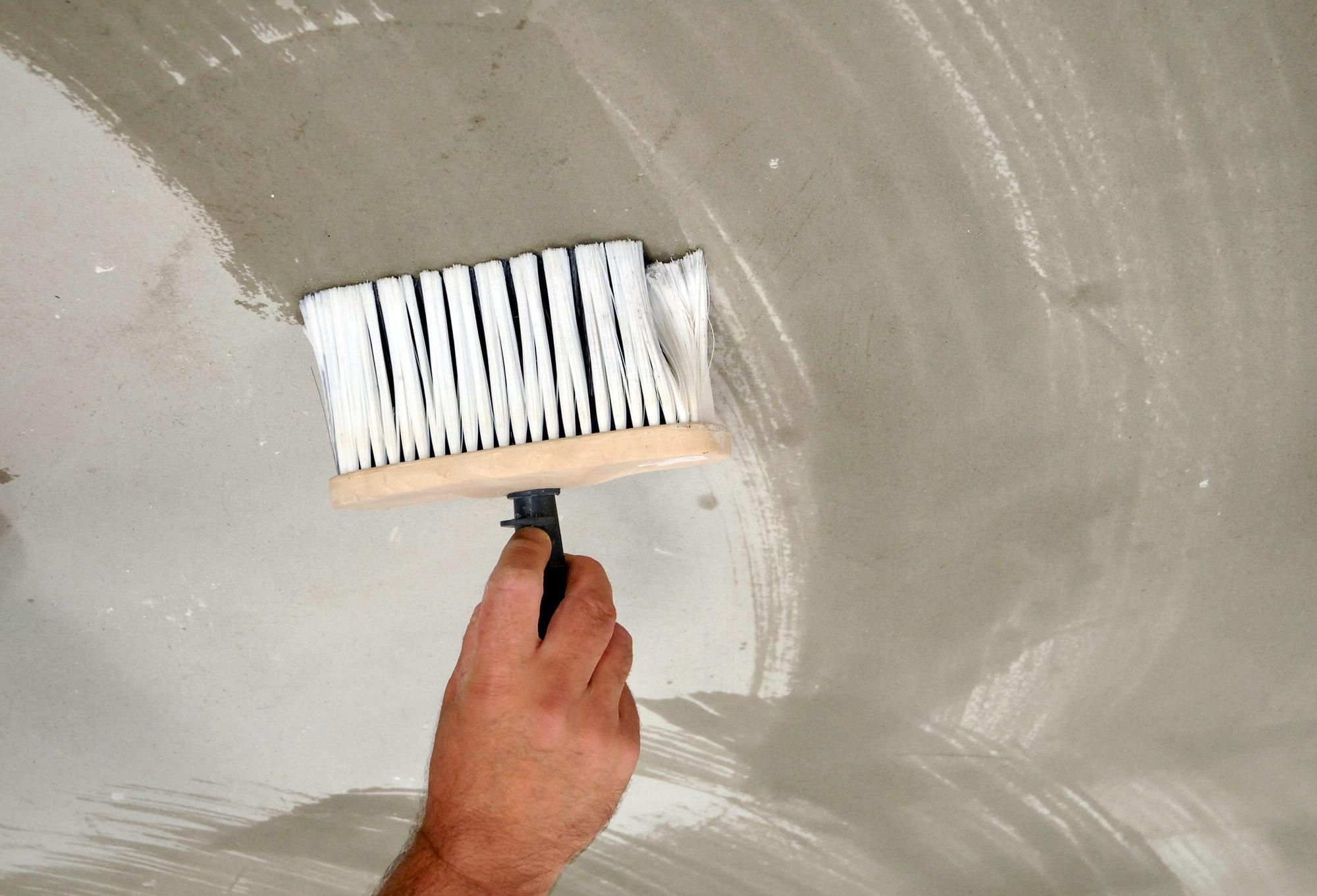 Быстро почистить потолок от побелки