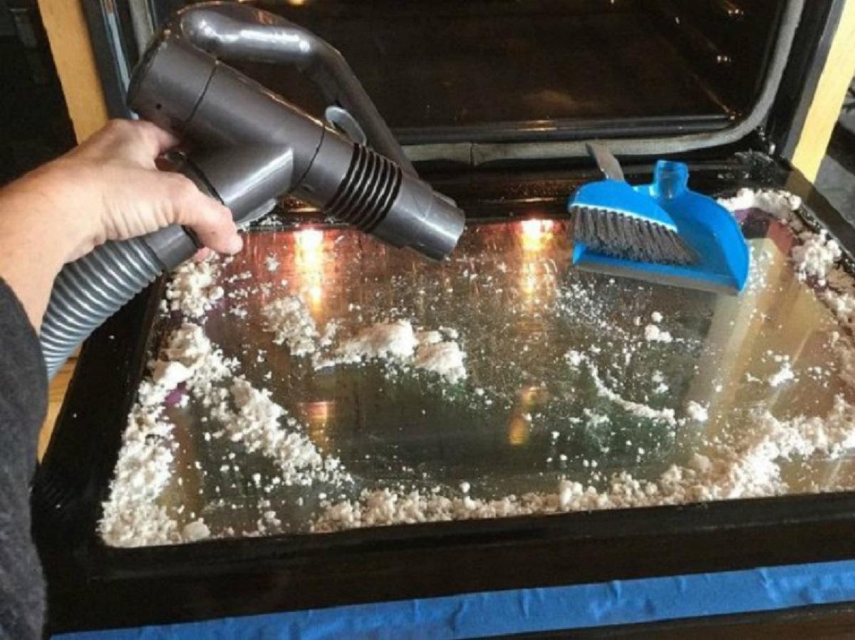 Как отмыть стекло духовки изнутри от жира