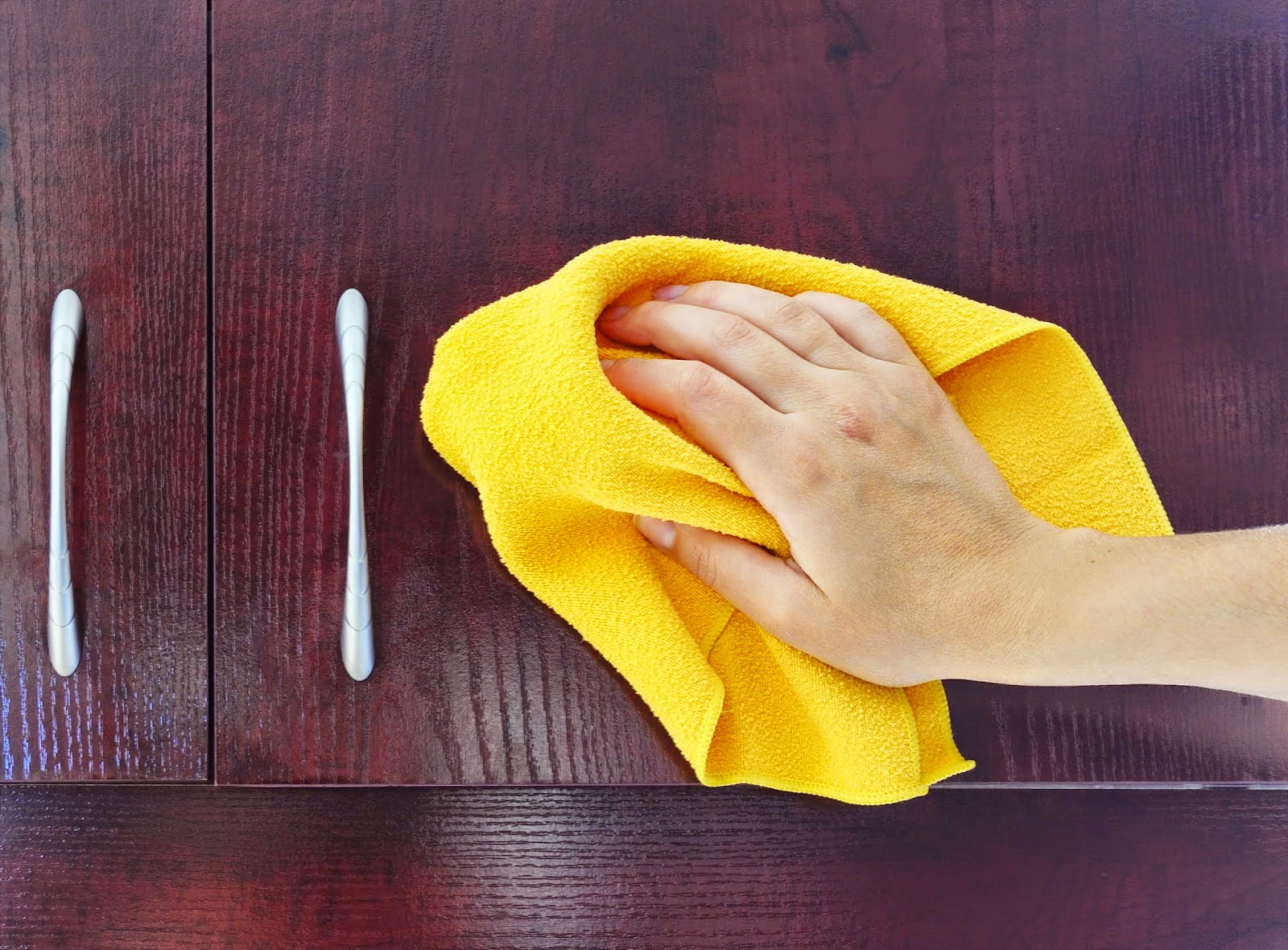 Чем очистить глянцевую поверхность кухни