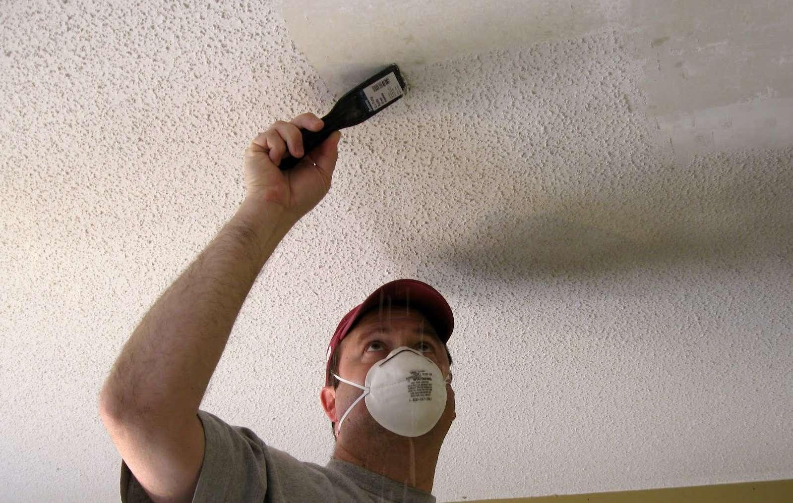 Очистить потолок от побелки быстро