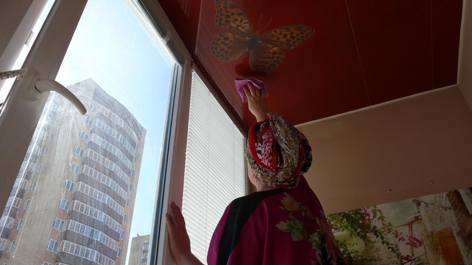 Помыть каким средством натяжной потолок
