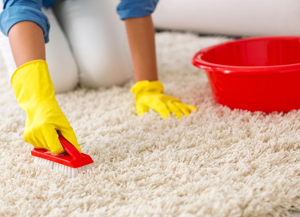 Как почистить палас дома от грязи