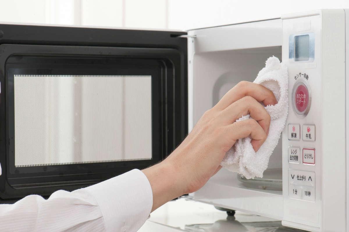 как очистить грязную микроволновку