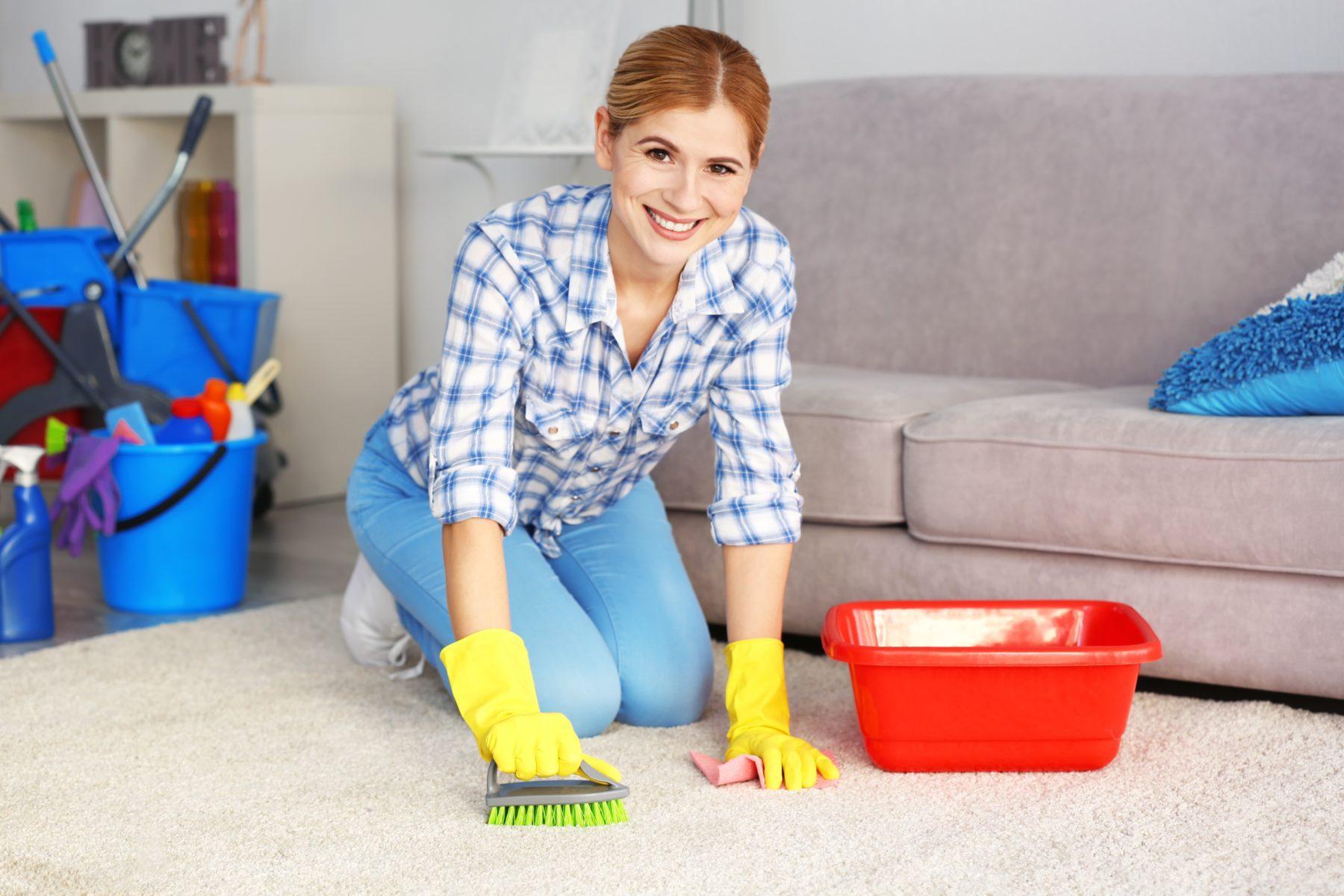 Чем чистить ковер дома